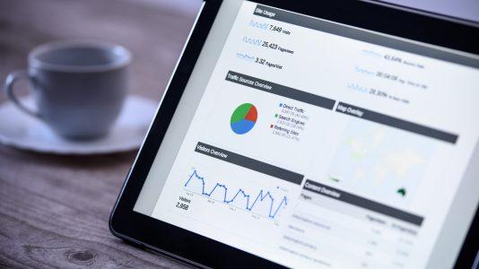Tablet mit Analytics Daten